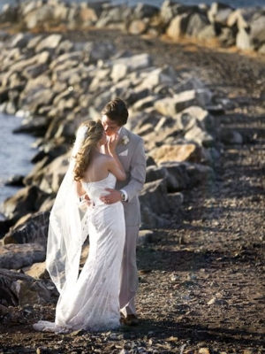 couple kissing at the shore